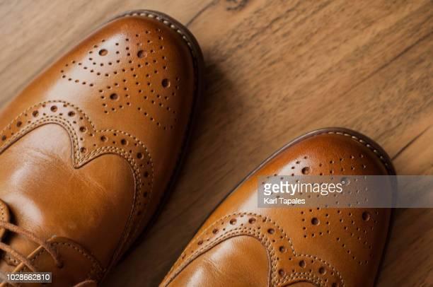 a pair of brown derby shoes with full brogue - leren schoen stockfoto's en -beelden