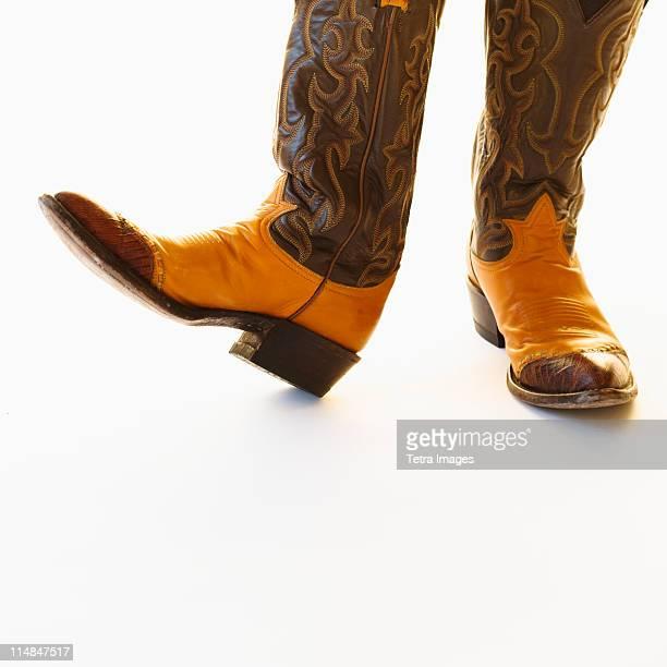 pair of cowboy shoes - bottes en cuir photos et images de collection