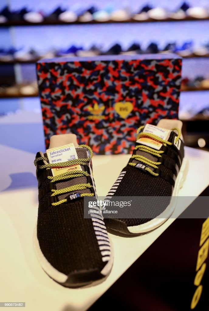 das beste Beste Factory Outlets A pair of the coveted Adidas sneakers with a built-in BVG ...