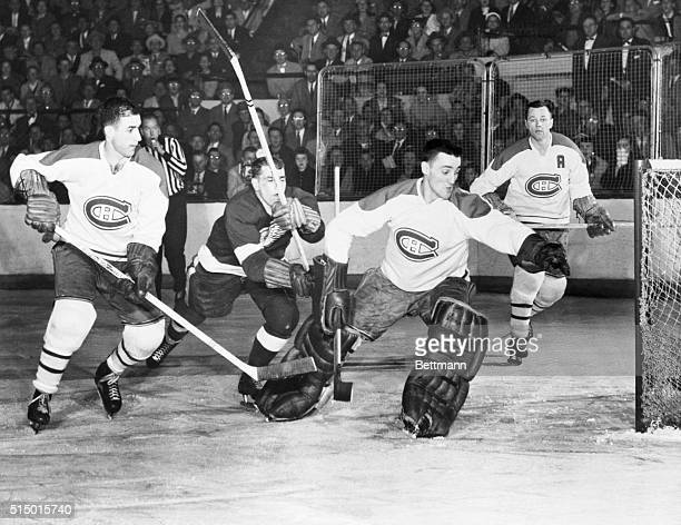 A pair of third period goals by veterans Ted Lindsay and Gordie Howe gave the Detroit Red Wings a 3 to 1 victory tonight over the Montreal Canadiens...