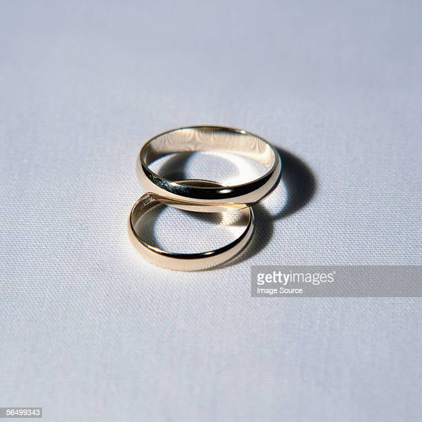 a pair of wedding rings - wedding ring stock pictures, royalty-free photos & images