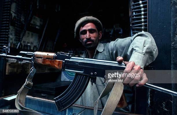 Pakistan arms dealer at the Khyber Pass