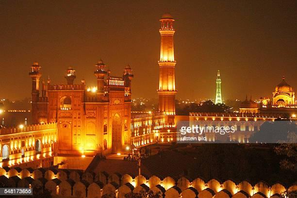 Pakistan Badshahi Moschee and MinarePakistan