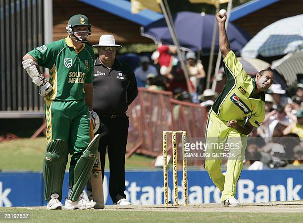 Pakistan bowler Rana Naveed ul Hassan bowls on 04 February 2007 South Africa batsman AB de Villiers watched by South Africa captain Graeme Smith...