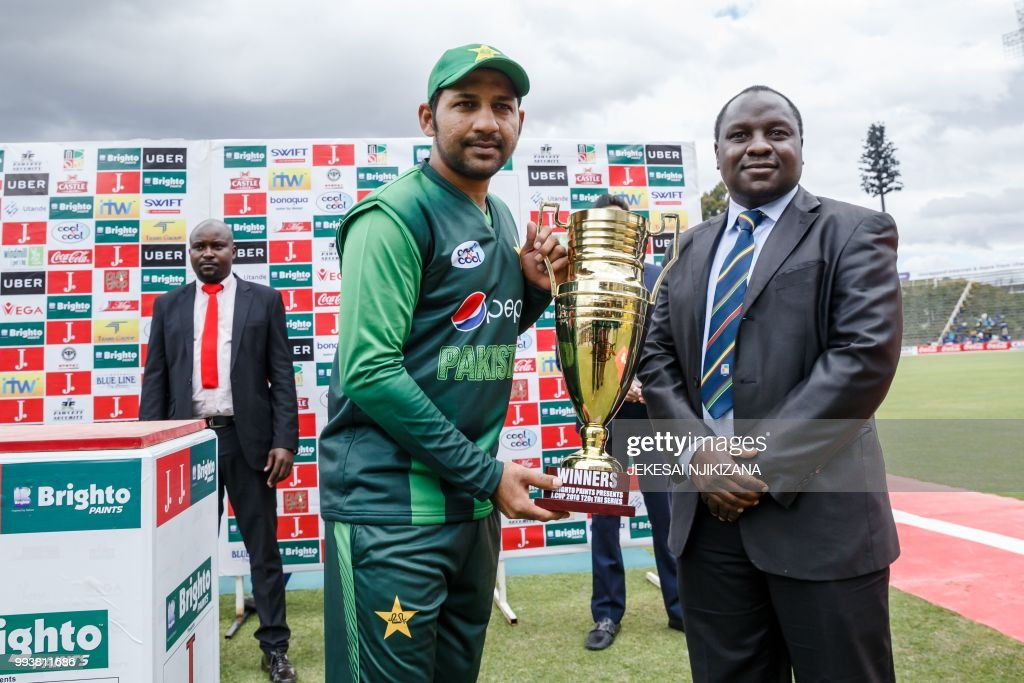 Pakistan captain Sarfraz Ahmed (L) holds the series trophy after victory during the final of the tri-series played between Pakistan and Australia in a T20 tri-series at the Harare Sports Club, July 8 2018.