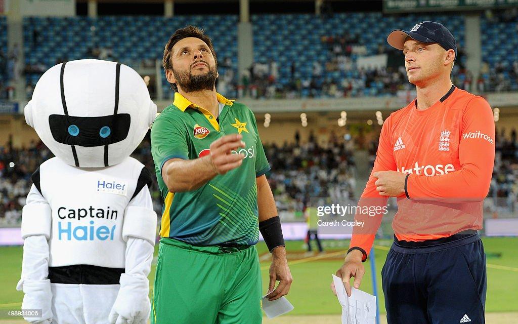 Pakistan v England - 2nd International T20 : News Photo