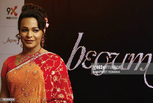Pakistan chat show host Begum Nawazish Ali poses for photographs during a press conference in New Delhi 07 December 2007 Begum Nawazish Ali will host...