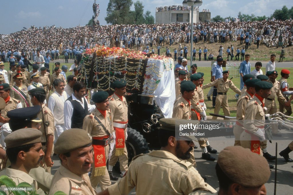 Pakistan. Funeral of General Muhammad Zia-ul-Haq : News Photo