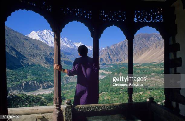 pakistan, hunza valley, karimabad, baltit fort - hunza valley stock pictures, royalty-free photos & images