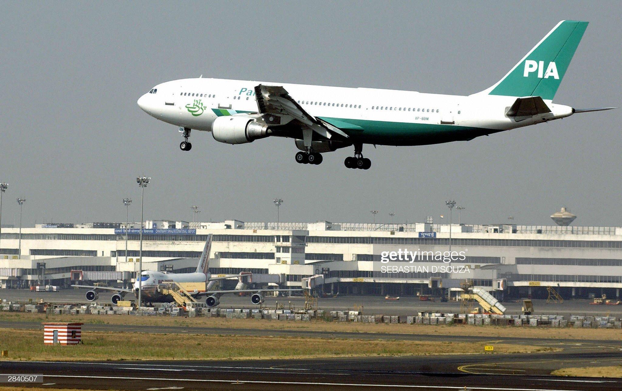 A Pakistan International Airlines aircra : News Photo