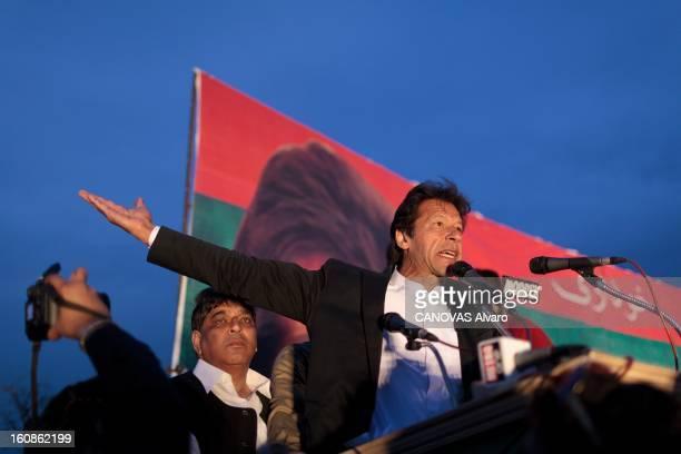 Meeting Of Imran Khan Leader Of Pti Engagé en politique depuis 1996 élu député en 2002 l'ancien champion du monde de cricket Imran KHAN brigue le...
