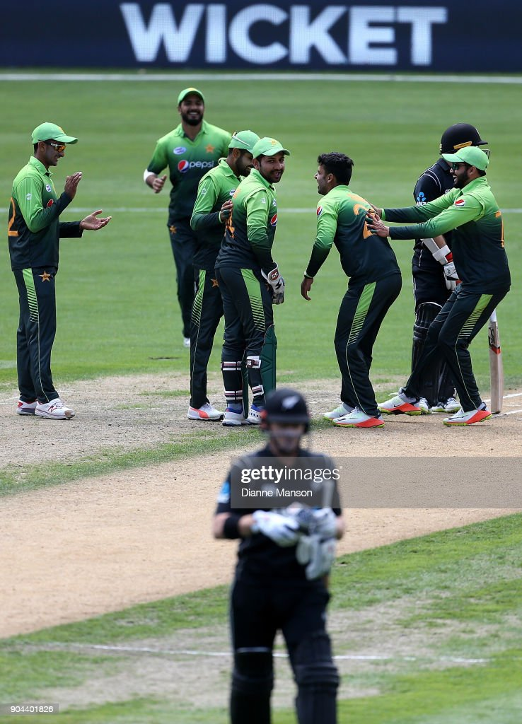 Pakistan players celebrate the dismissal of Henry Nicholls of New Zealand during the third game of the One Day International Series between New Zealand and Pakistan at University of Otago Oval on January 13, 2018 in Dunedin, New Zealand.