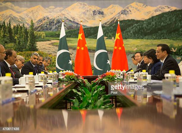 Pakistan President Mamnoon Hussain meets with Chinese Premier Li Keqiang at the Great Hall of the People on February 20 2014 in Beijing China Hussain...