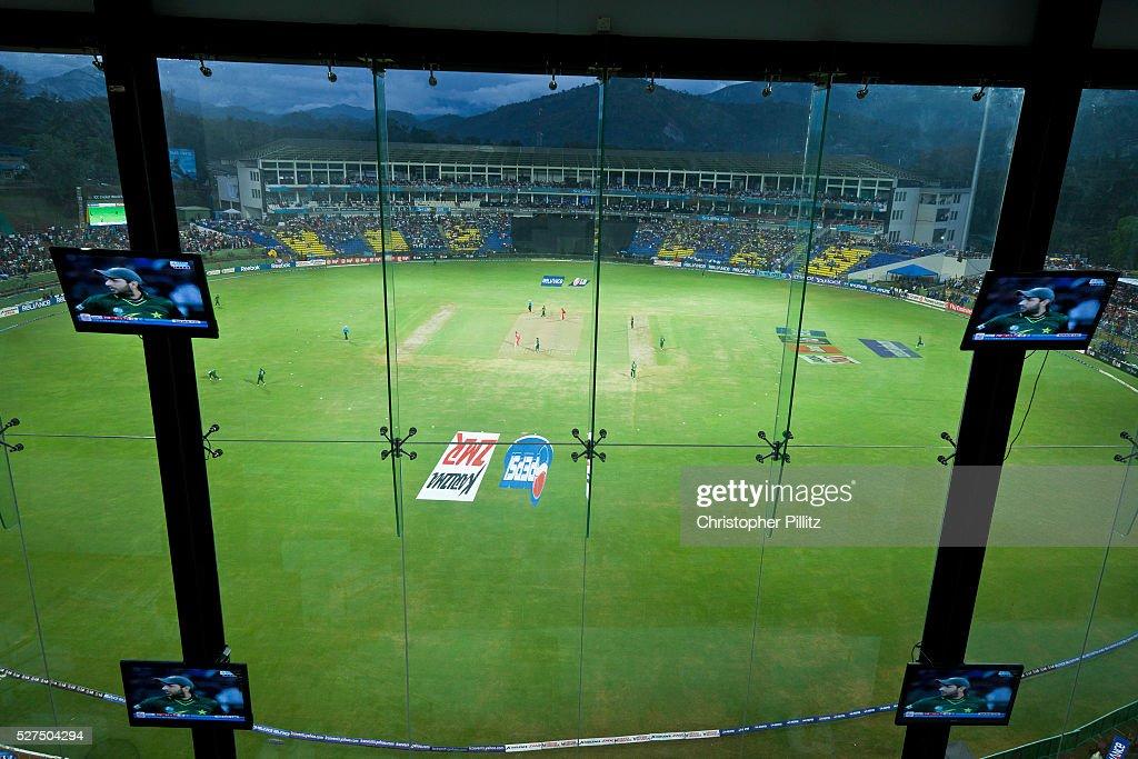 Sri Lanka - Kandy - Shahid Afridi on TV monitors during match : News Photo