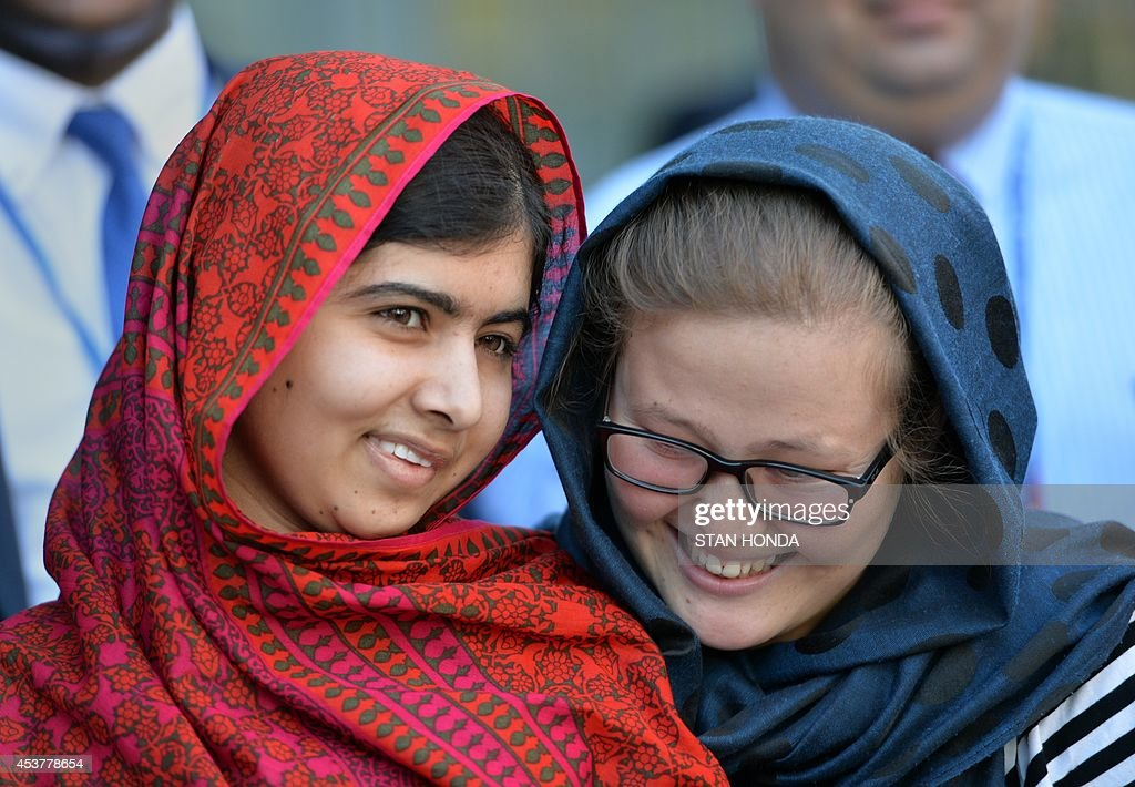 Pakistani activist Malala Yousafzai (L) meets with students August 18, 2014 at United Nations headquarters in New York. Yousafzai was attending a UN conference called '500 Days of Action for the Millennium Development Goals'. AFP PHOTO/Stan HONDA