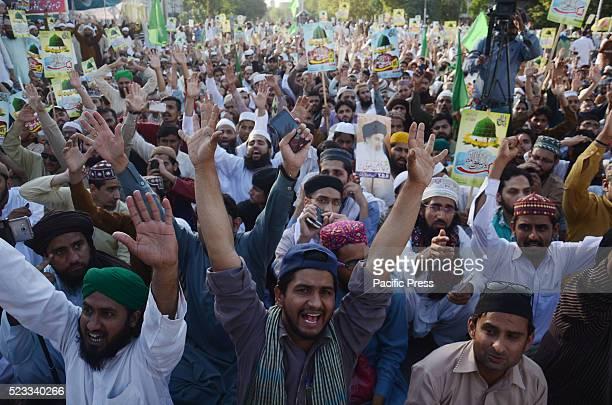 Pakistani activist of religious group Tehreek Labbaik Ya RasoolUllah and supporters of Mumtaz Hussain Qadri a police guard who was executed last...