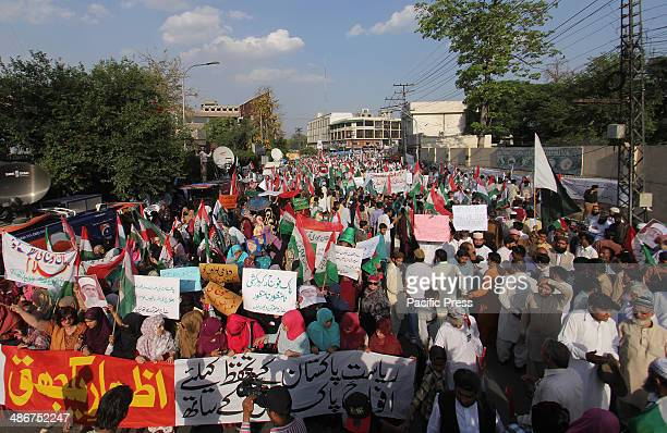 Pakistani Activists of a religious party Pakistan Awami Tehreek rally to support Pakistan's army and InterServices Intelligence agency in Lahore...
