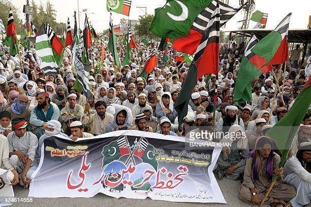 Pakistani activists of Ahle Sunnat Wal Jamaat gather at a rally to support the government of Saudi Arabia over the situation in Yemen in Quetta on...