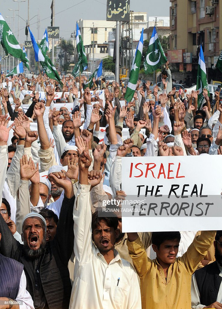 Pakistani activists of fundamentalist party Jamat-e-Islami (JI) shout anti-Israeli slogans during a protest against air strikes in Gaza, in Karachi on December 28, 2008. Israel warned that it could send ground troops into Gaza as its warplanes continued pounding Hamas targets inside the enclave where more than 280 Palestinians have been killed in just 24 hours. AFP PHOTO/ Rizwan TABASSUM