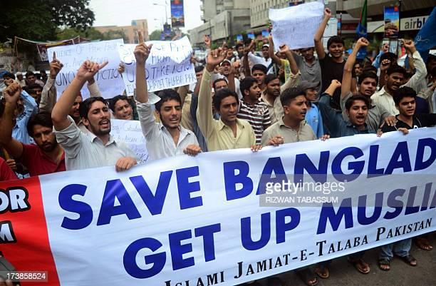 Pakistani activists of Islami JamiateTulaba a student wing of fundamentalist party JamaateIslami shout slogans against the sentence of Bangladeshi JI...