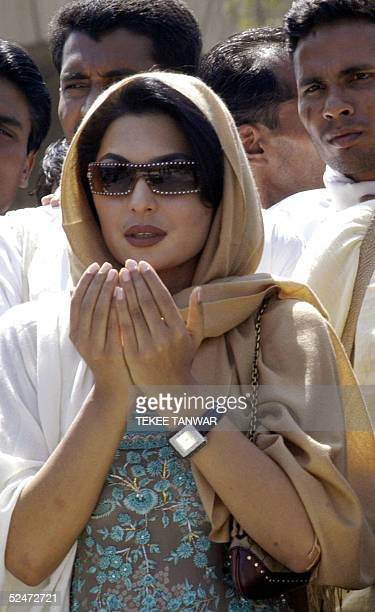 Pakistani actress Meera offers prayers at the Mahatma Gandhi Samadhi at Rajghat in New Delhi 24 March 2005 Meera arrived 23 March in India to take...