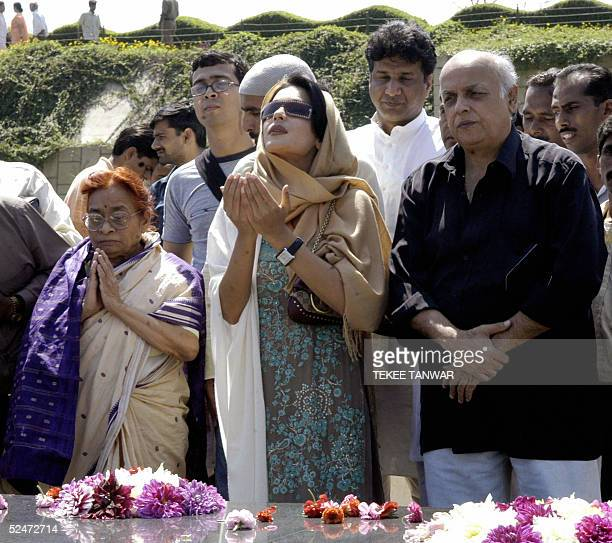 Pakistani actress Meera offers prayers with Indian film maker Mahesh Bhatt at the Mahatma Gandhi Samadhi at Rajghat in New Delhi 24 March 2005 Meera...