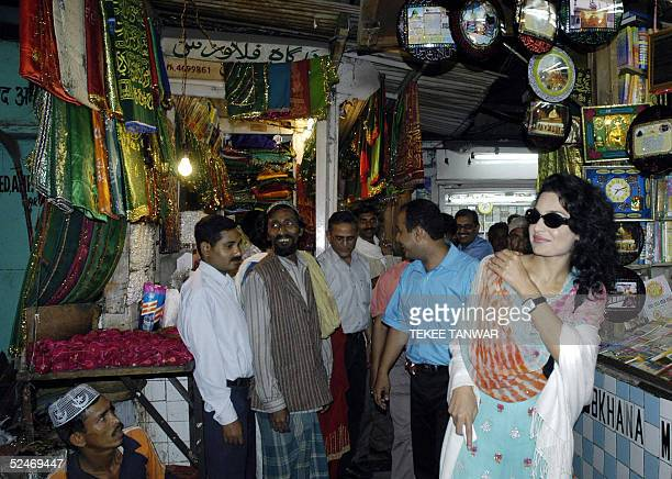 Pakistani actress Meera visits the Sufi Shrine of Hazrat Nizamuddin in New Delhi 23 March 2005 The film actress who controversially kissed her costar...