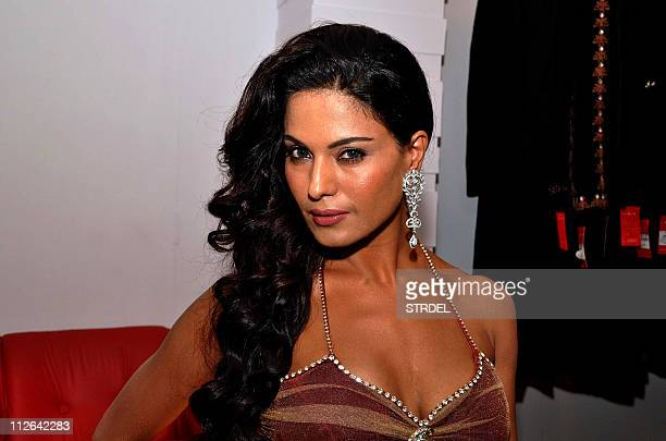 Pakistani Bollywood actress Veena Malik displays the new collection of designer Riyaz Gangji in Mumbai on late April 19 2011 AFP PHOTO/STR