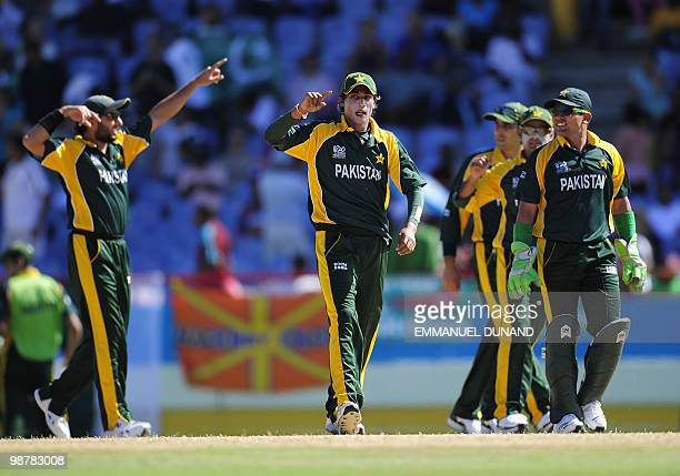 Pakistani bowler Mohammad Aamer celebrates with teammates after taking the wicket of Bangladeshi batsman Imrul Kayes during the match Pakistan...