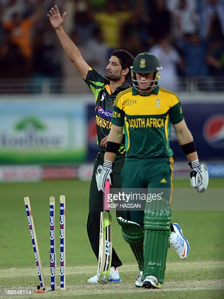 Pakistani bowler Sohail Tanvir celebrates the clean bowl of South African opener Colin Ingram during the second daynight international against South...