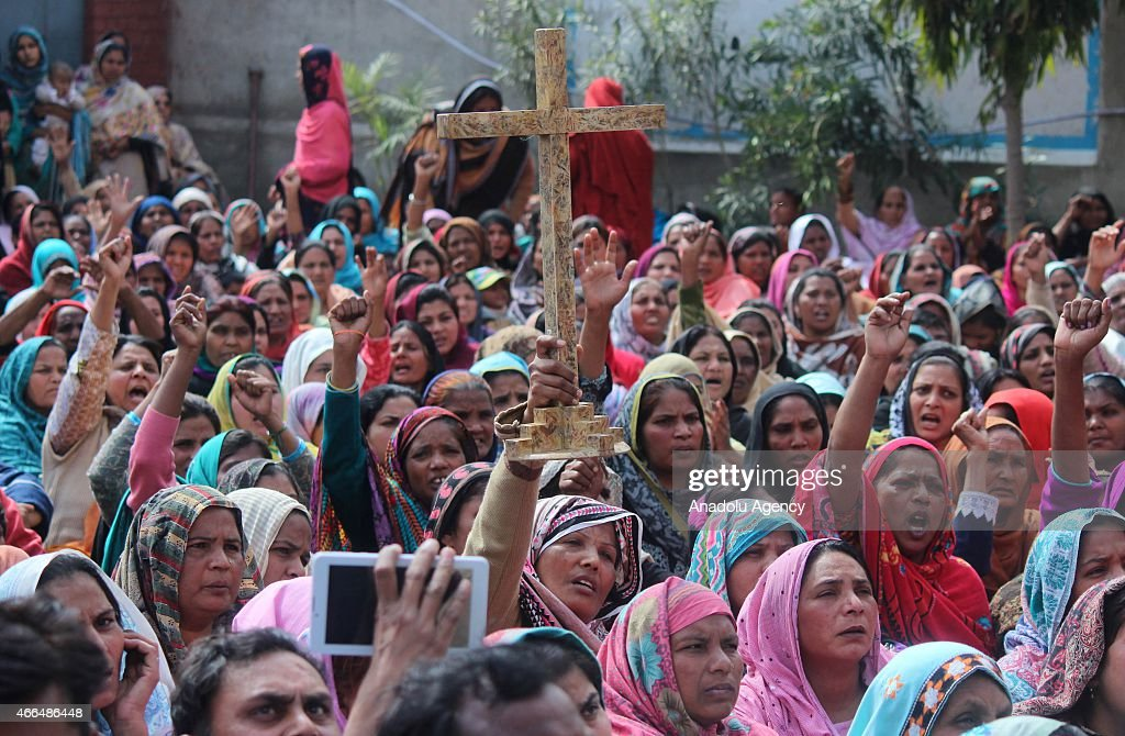 Protest against suicide attacks on churches in Lahore : News Photo