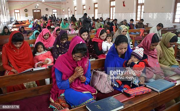 Pakistani Christians attend a Christmas Day Service at a church in Quetta on December 25 2016 / AFP / BANARAS KHAN