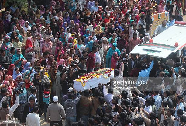 Pakistani Christians carry the body of suicide blast victim for funeral prayer in Lahore on March 17 2015 Twin blasts rocked the Roman Catholic...
