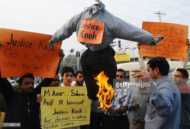 Pakistani cricket fans burn an effigy of London's Southwark Crown Court judge Jeremy Cooke during a protest in Lahore on November 4 2011 to support...