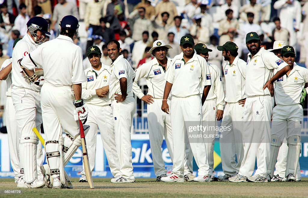 Pakistani cricketers look towards the third umpire as they wait for his decision on an unsuccessful run out of England batsman Marcus Trecothick (L) during the second day of the second Test match at Iqbal Cricket Stadium in Faisalabad, 21 November 2005. England were 113-3 in their first innings at stumps in reply to Pakistan's 462 at close of play. AFP PHOTO/Aamir QURESHI