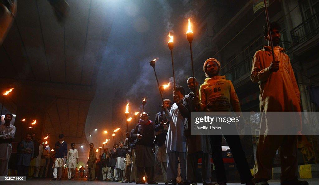 Pakistani devotee Muslims attend the celebration on Mawlid... : Fotografía de noticias