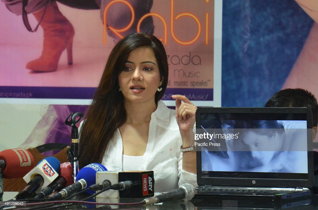Pakistani famous singer Rabi Peerzada addressing the media... : News Photo