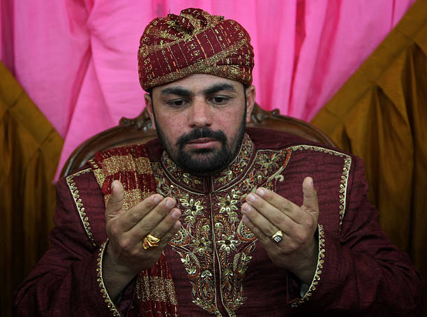 Pakistani Groom Kamran Abbasi Prays Duri Pictures Getty Images