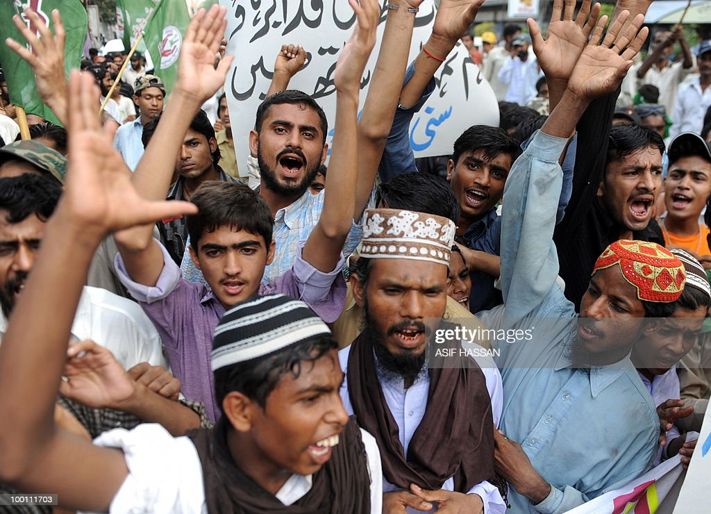 Pakistani Islamists shout slogans during
