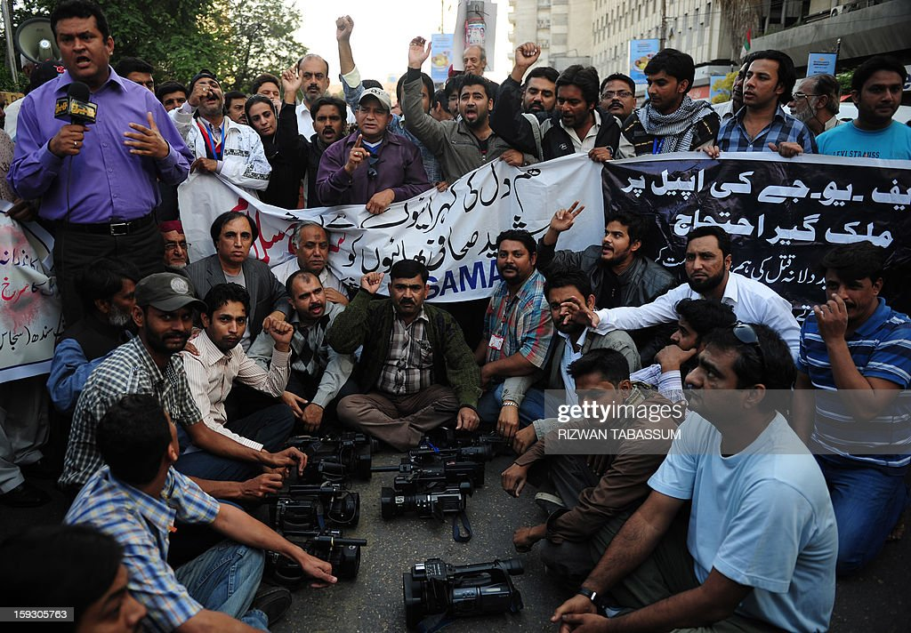 Pakistani journalists gather against the killing of media persons, in bomb attacks in Quetta, at a protest in Karachi on January 11, 2013. Saif-ur-Rehman was among 92 people who died in one of the deadliest terror attacks in the country's southwestern Quetta city. AFP PHOTO/ Rizwan TABASSUM