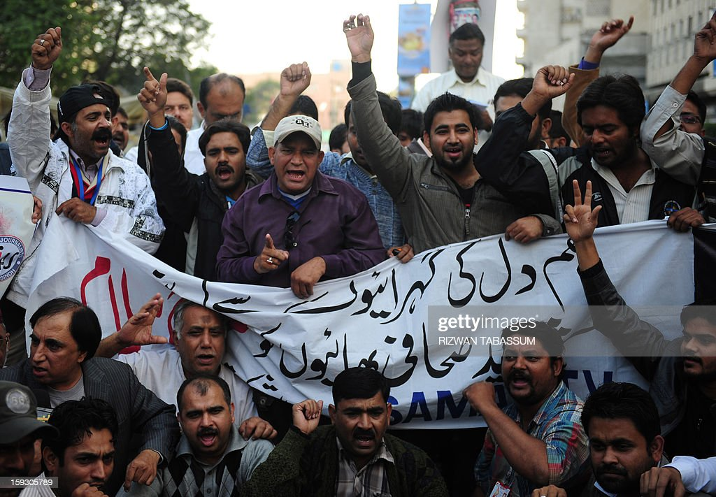 Pakistani journalists shout slogans against the killing of media persons, in bomb attacks in Quetta, at a protest in Karachi on January 11, 2013. Saif-ur-Rehman was among 92 people who died in one of the deadliest terror attacks in the country's southwestern Quetta city. AFP PHOTO/ Rizwan TABASSUM