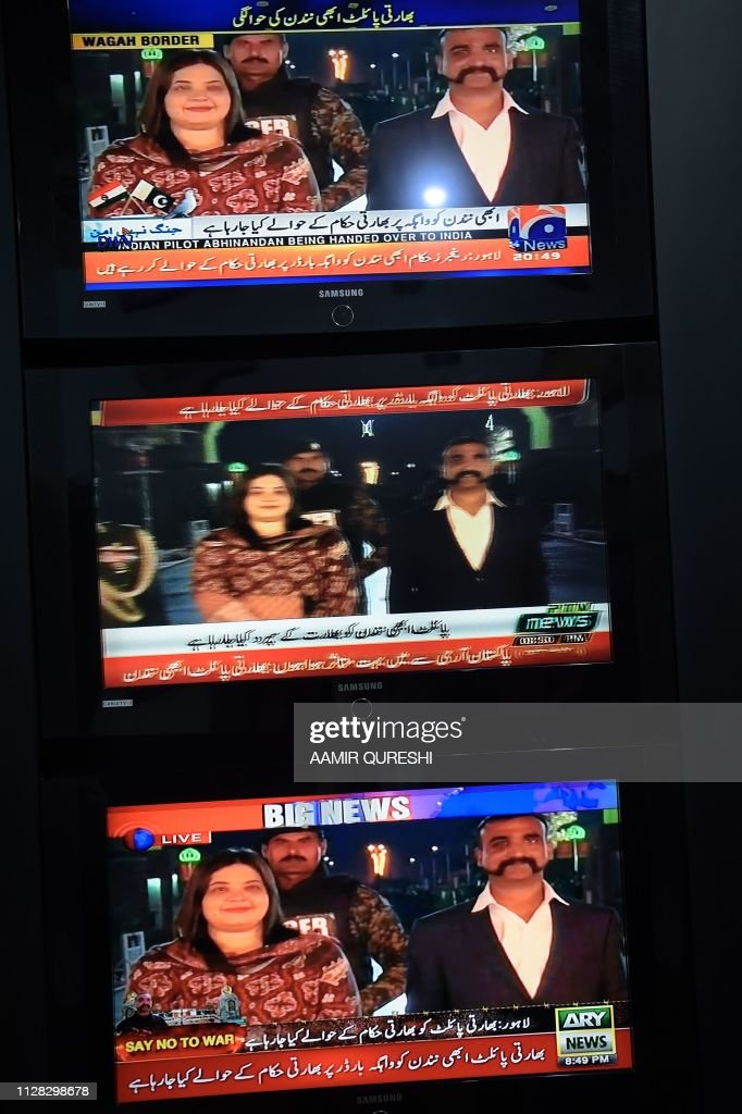 Pakistani live news channels broadcast on television images