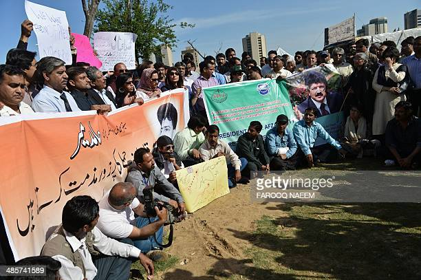 Pakistani media representatives protest against the attack on prominent Pakistani journalist Hamid Mir in Islamabad on April 20 2014 Pakistan's...