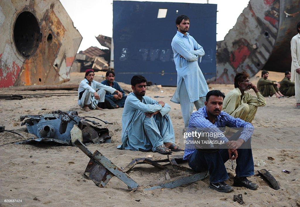 PAKISTAN-LABOUR-ACCIDENT-TOLL : News Photo