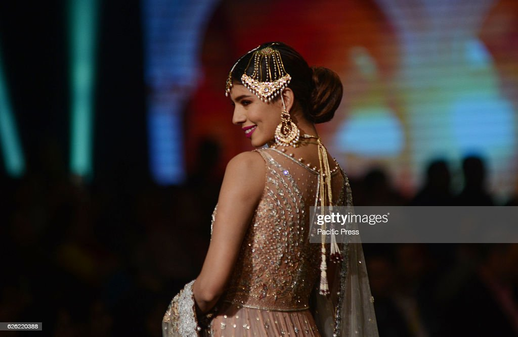 Pakistani Models Present Creations By Famous Fashion Designer Umsha News Photo Getty Images