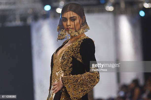 35 Designer Hassan Sheheryar Yasin Creations Present At The Fashion Week Photos And Premium High Res Pictures Getty Images