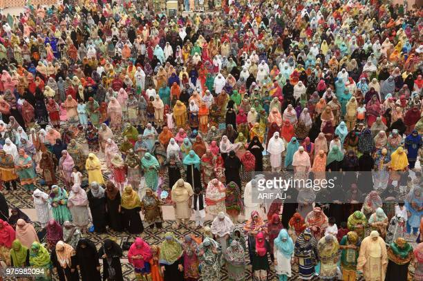 Pakistani Muslim worshippers pray to mark Eid alFitr at the Badshahi Mosque in Lahore on June 16 2018 Muslims around the world are celebrating the...