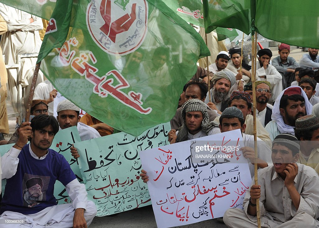 Pakistani Muslims protest against Facebook in Quetta on May 24, 2010. Pakistan has blocked 800 web pages and URLs to limit access to 'blasphemous' material, extending a crackdown that has already banned access to Facebook and YouTube, an official said. AFP PHOTO/Banaras KHAN