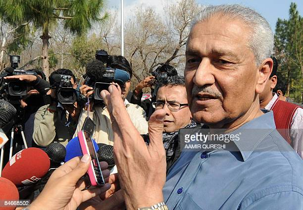 Pakistani nuclear scientist Abdul Qadeer Khan talks to the media at his residence after a court verdict in Islamabad on February 6 2009 A Pakistani...