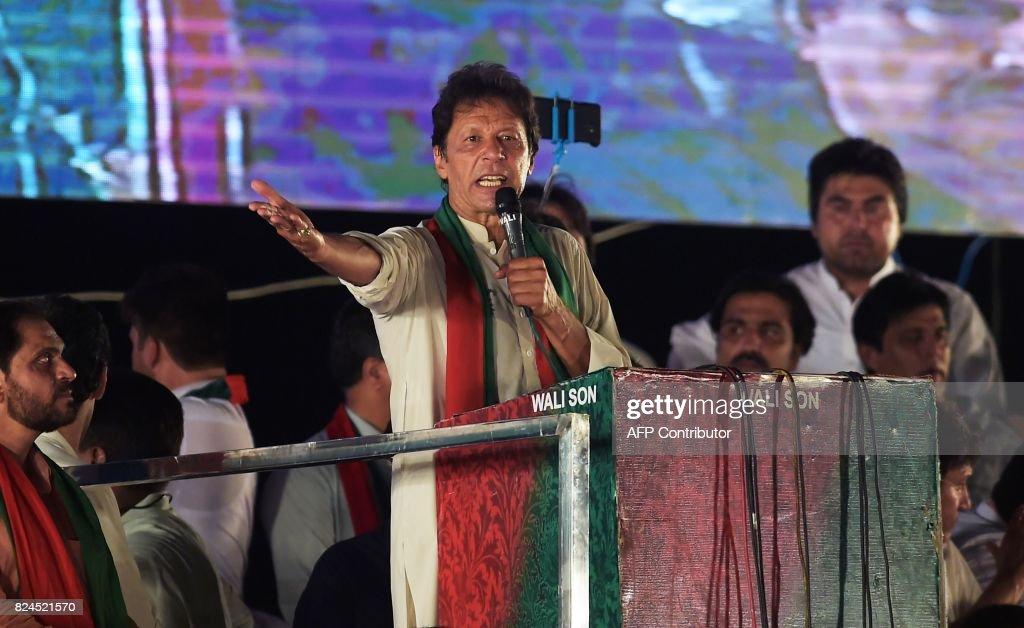 PAKISTAN-POLITICS-CORRUPTION : News Photo